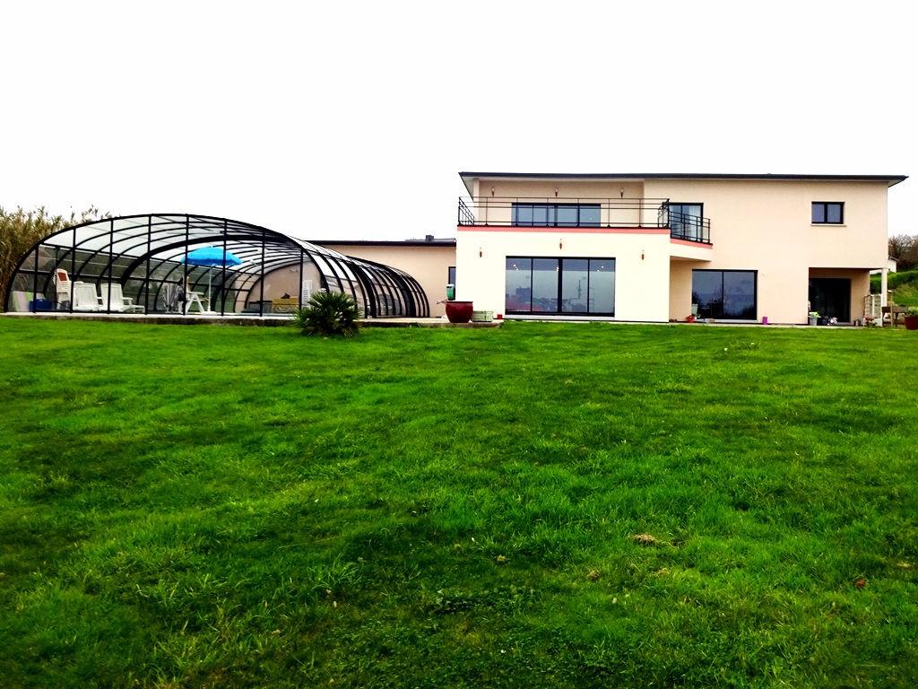 A VENDRE ROSCANVEL MAISON T7 de 370 m² habitables 560 m² utiles Terrain 7200 m² VUE MER