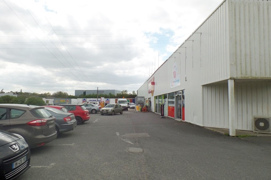 A VENDRE LOCAL COMMERCIAL - QUIMPER - 621 m²