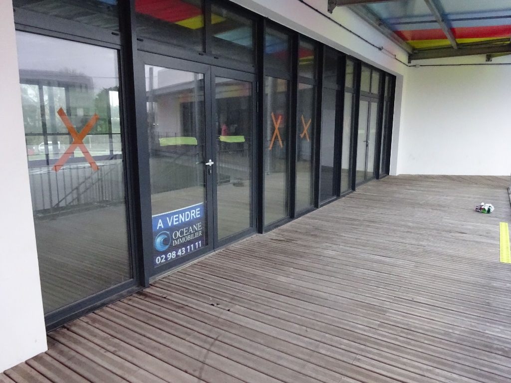 A VENDRE LOCAL COMMERCIAL NEUF - 271m² - LESNEVEN