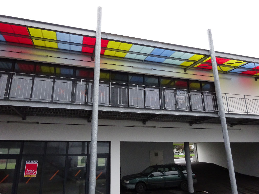 A VENDRE LOCAL COMMERCIAL NEUF - LESNEVEN - 146m²
