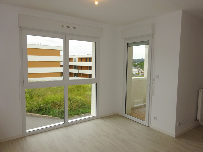 A LOUER BREST LE RELECQ KERHUON STUDIO de 27.2 m² avec BALCON
