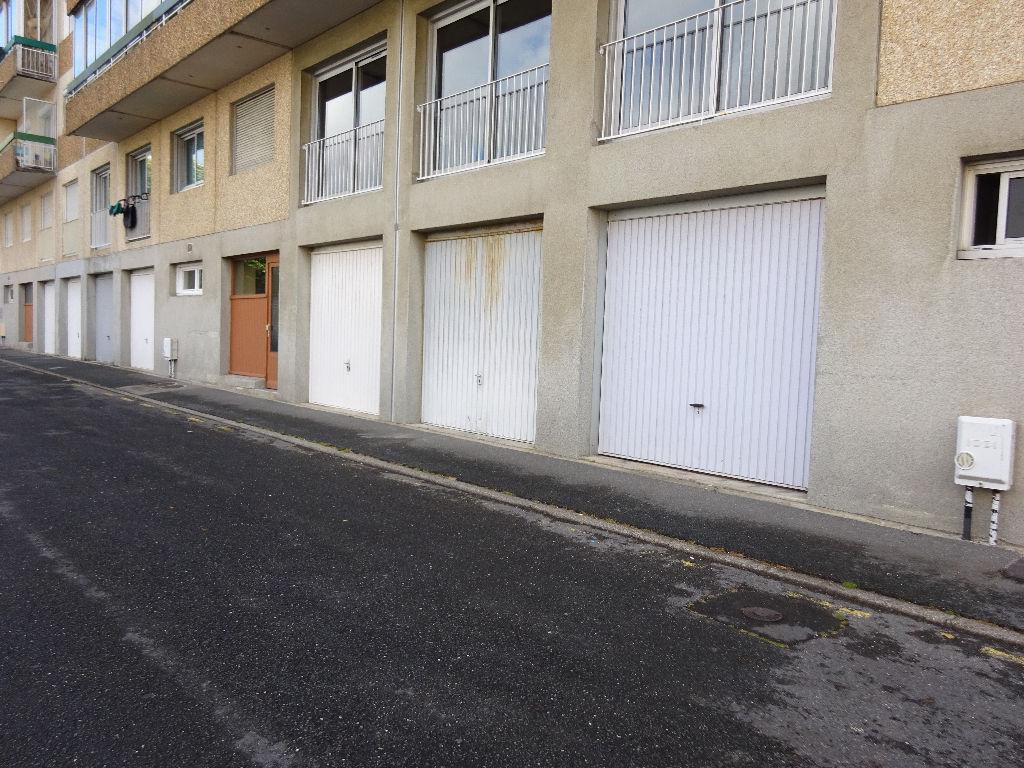 A LOUER BREST BELLEVUE GARAGE DE 15.40 M²