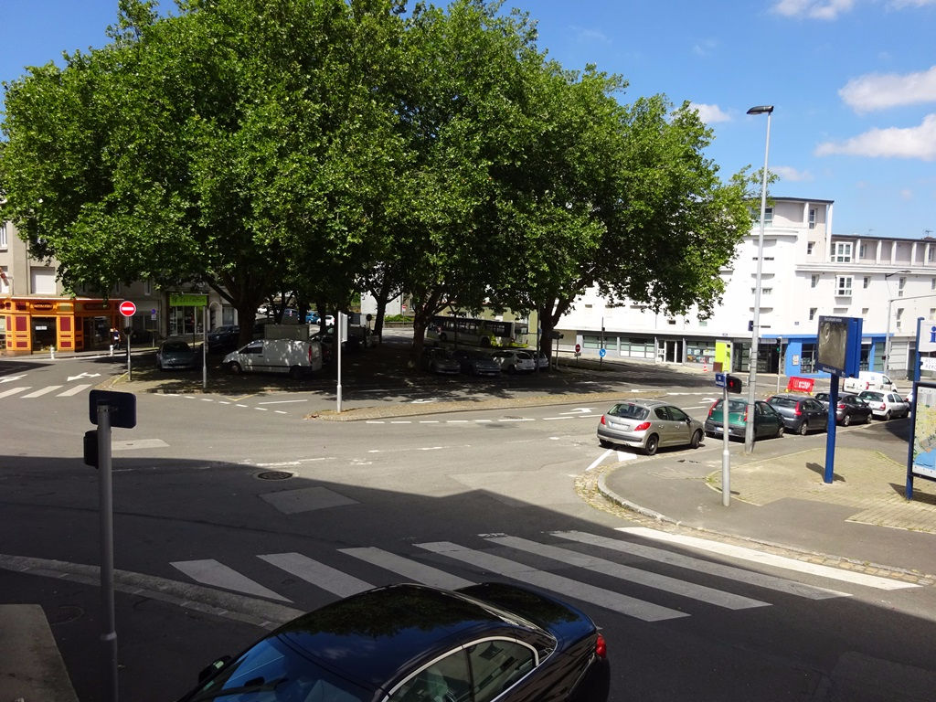 A VENDRE  BREST RECOUVRANCE  LOCAL DE 83.84 M2 TRANSFORMABLE EN APPARTEMENT POSSIBILITÉ GARAGE