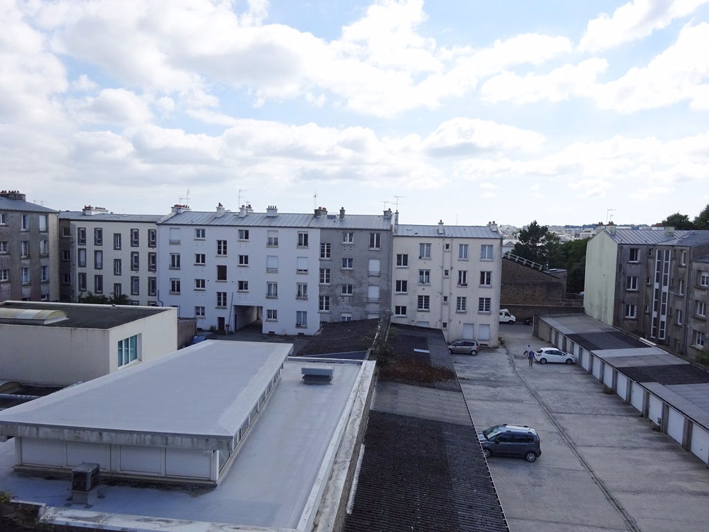 FOR SALE BREST HARTELOIRE HOSPITAL ARMY APARTMENT T2 48 M² LAST FLOOR
