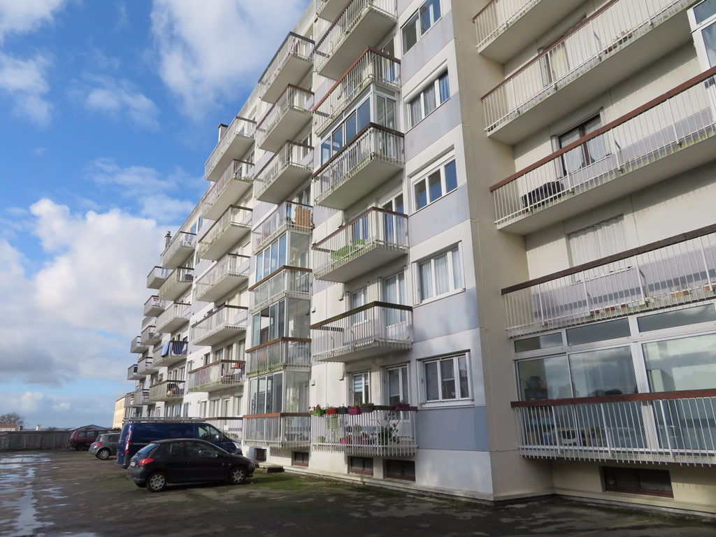 A VENDRE BREST PLACE DE STRASBOURG APPARTEMENT T4 91.50 m²  ASCENSEUR BALCON FERME PARKING PRIVE