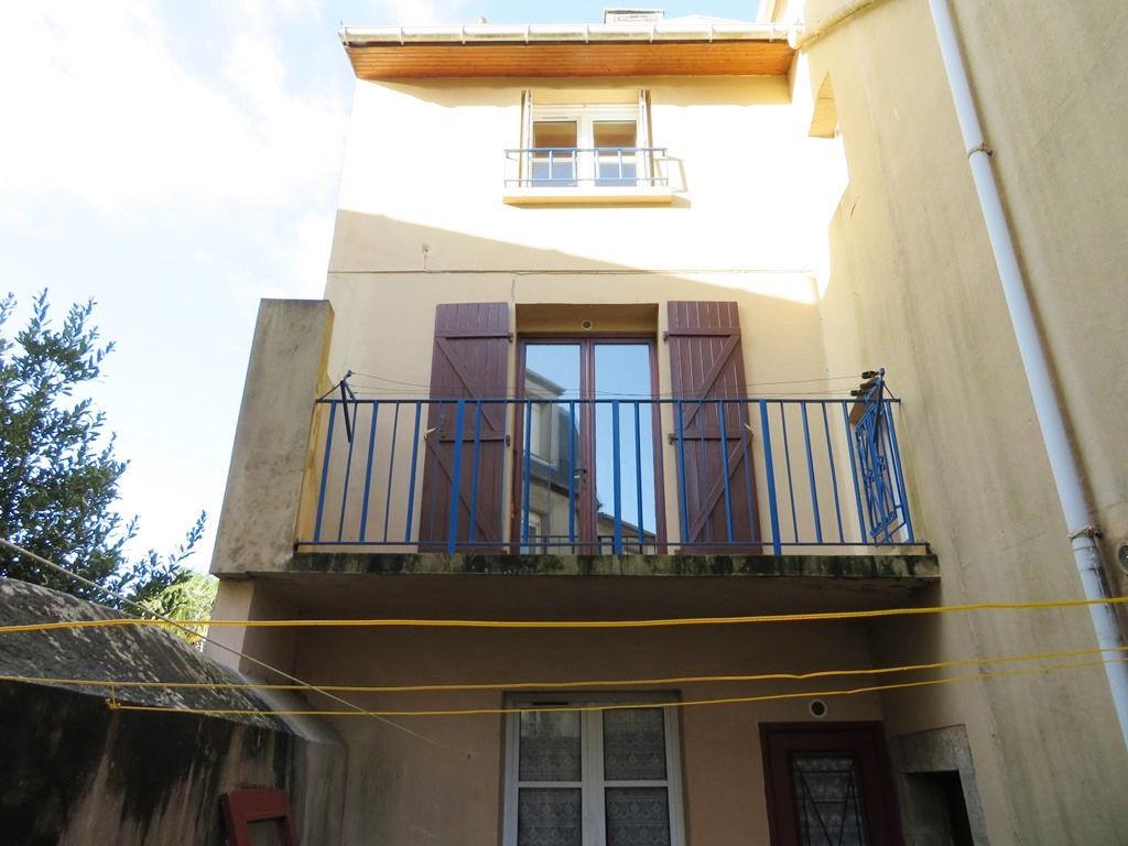 A VENDRE  BREST  SAINT-MICHEL  IMMEUBLE DE RAPPORT  195m²   4 appartements dont 2 loués