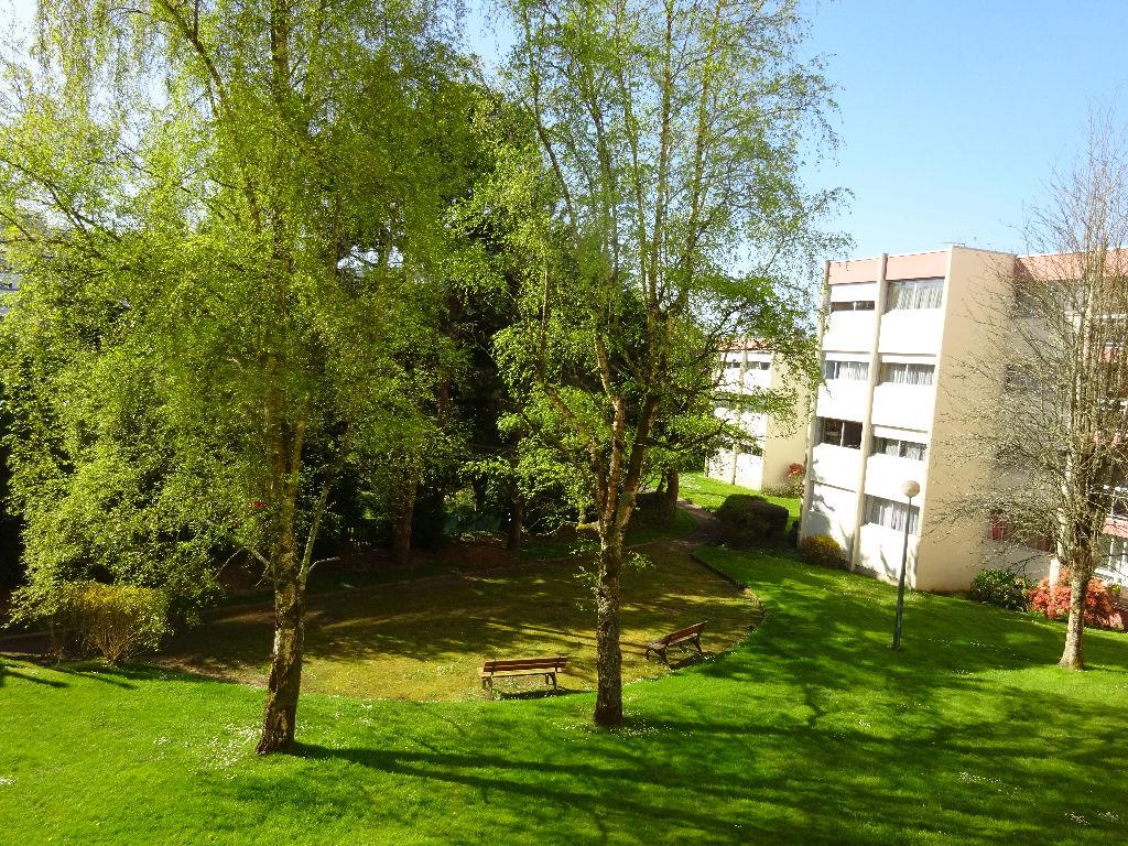 VENDU BREST PETIT KERZU APPARTEMENT T5 de 98.59 m² habitables et 106.03 m² de surface utile ASCENSEUR VUE DÉGAGÉE
