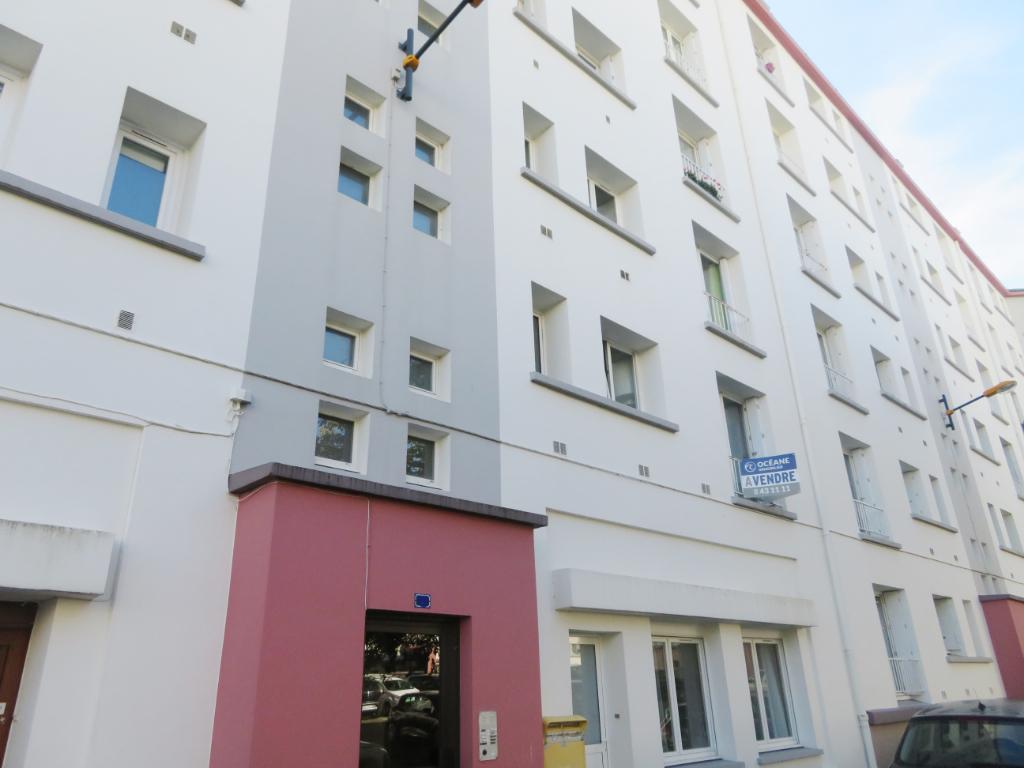 A VENDRE BREST PETIT PARIS APPARTEMENT T4 de 63 m² DALLE BÉTON