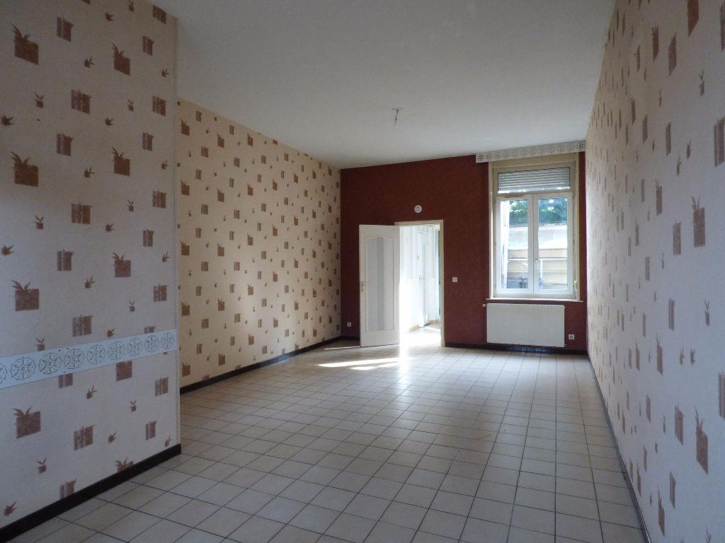 Roubaix - Maison 4 Chambres avec Extérieur