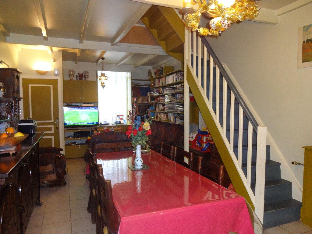 Maison Semi-Flamande 3 Chambres, Cour + Garage