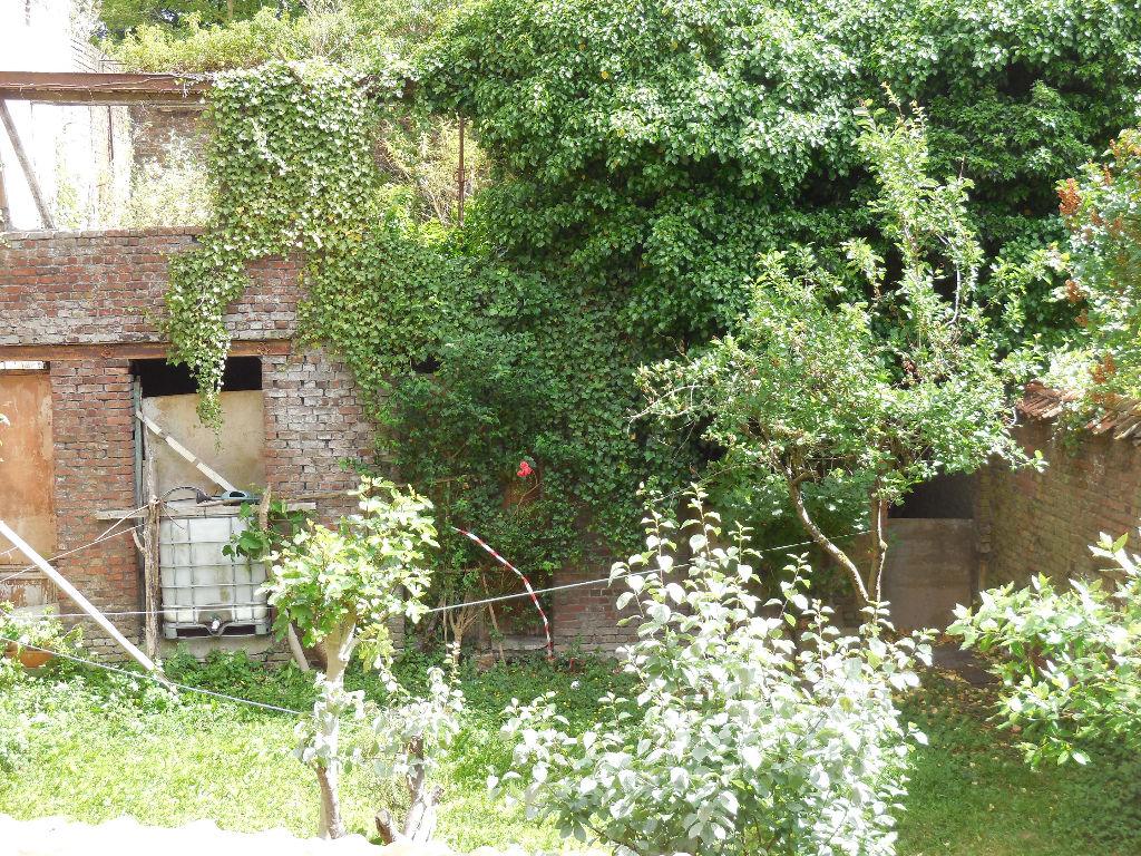 Maison avec jardin au pied du métro et à l'orée de Croix Garage 3 voitures Jardin