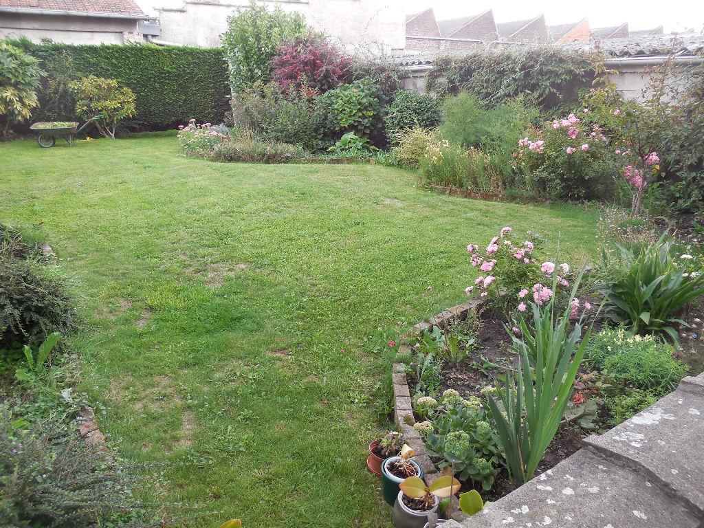 Wattrelos. Semi Plain-pied avec jardin. Proximité Belgique