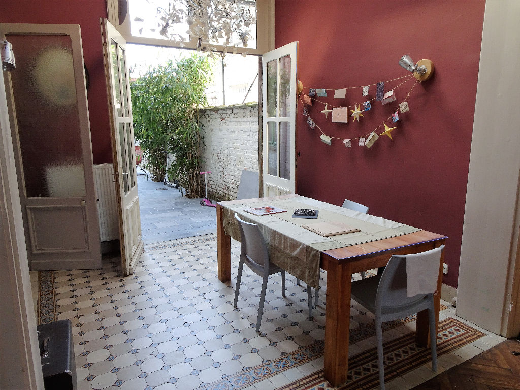 Proximité centre maison bourgeoise avec jardin