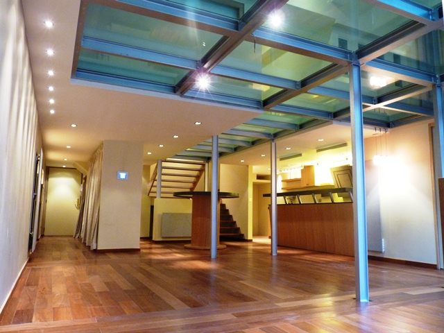 "Appartement-loft ""Glass Floor"""