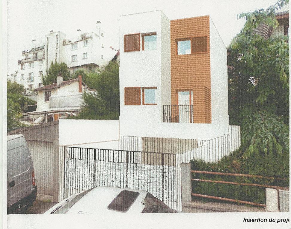 Opportunité  à saisir : terrain avec permis de construire sur 3 niveaux