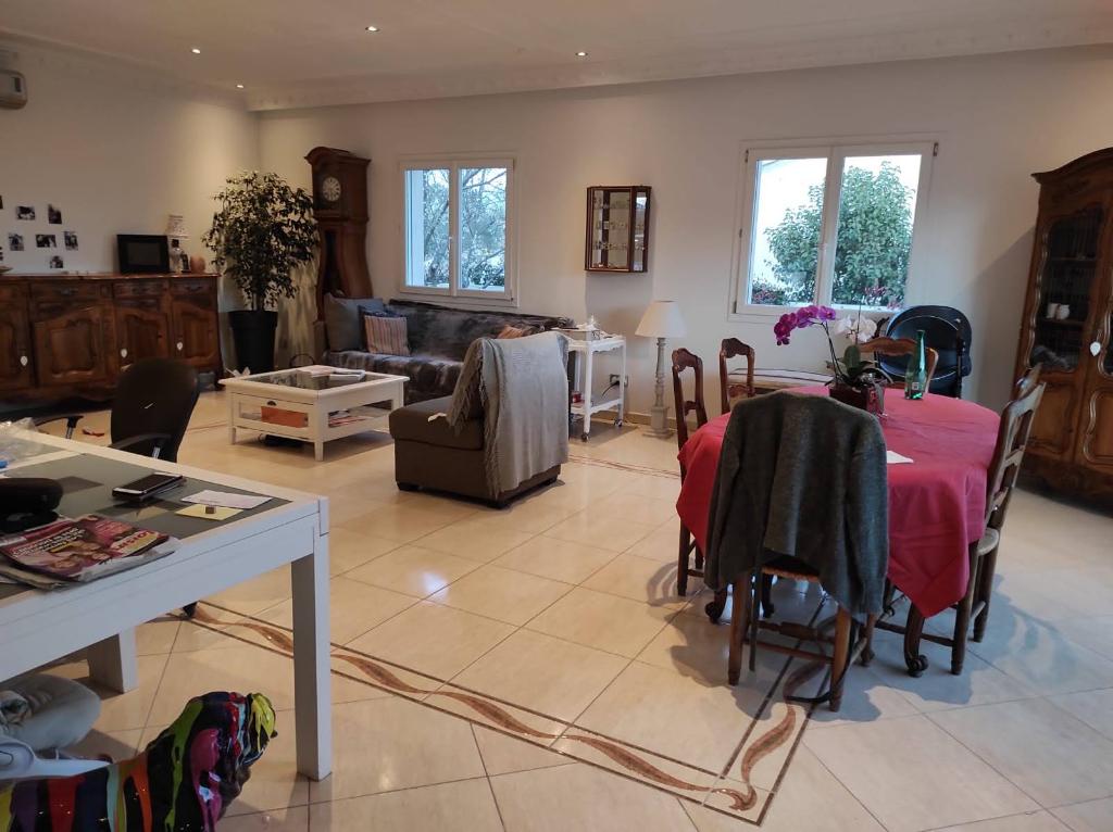 Villa Lunel 6 pièce(s) 170 m2