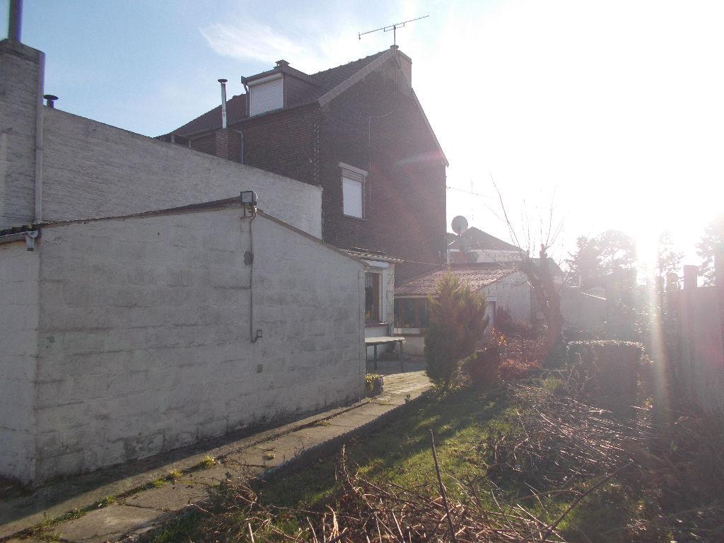 Maison Semi individuelle avec deux garages