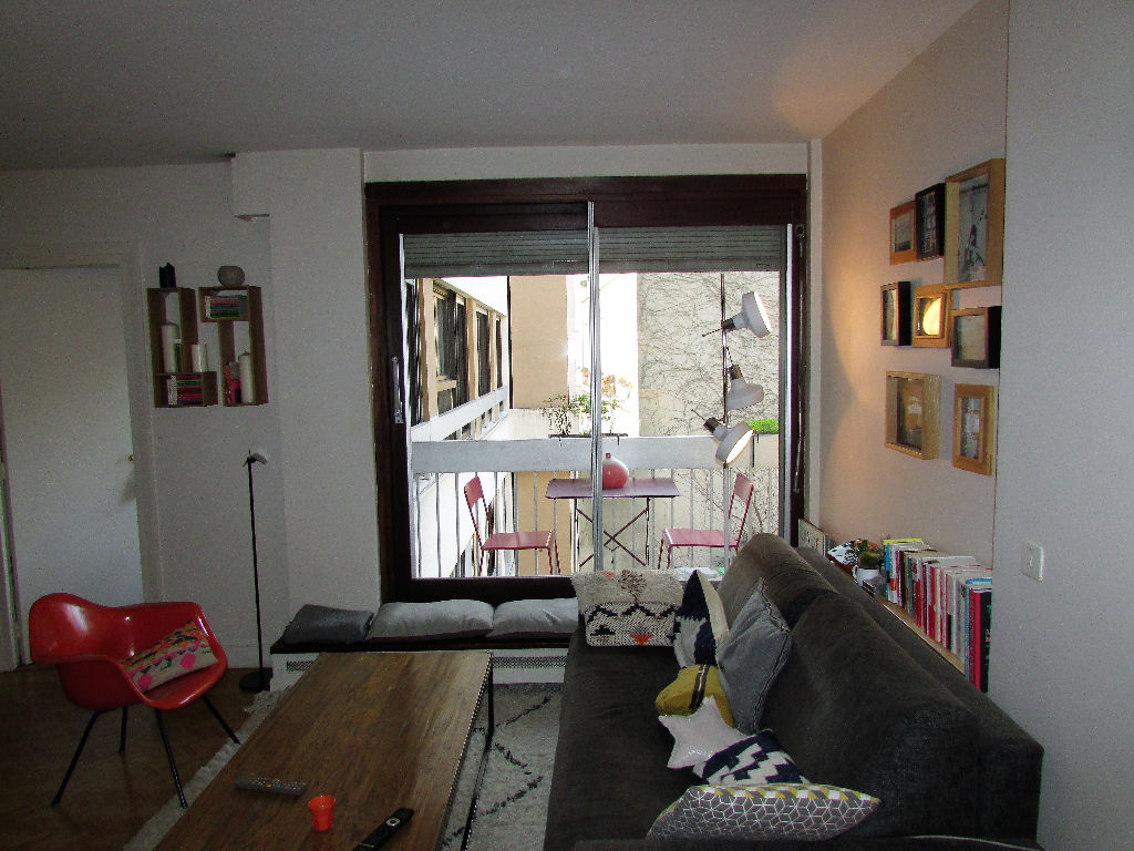 Métro Vaneau 3 pièces avec balcon
