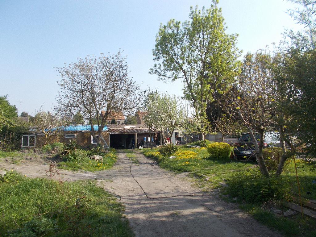 Maison spacieuse semi individuelle avec grand terrain