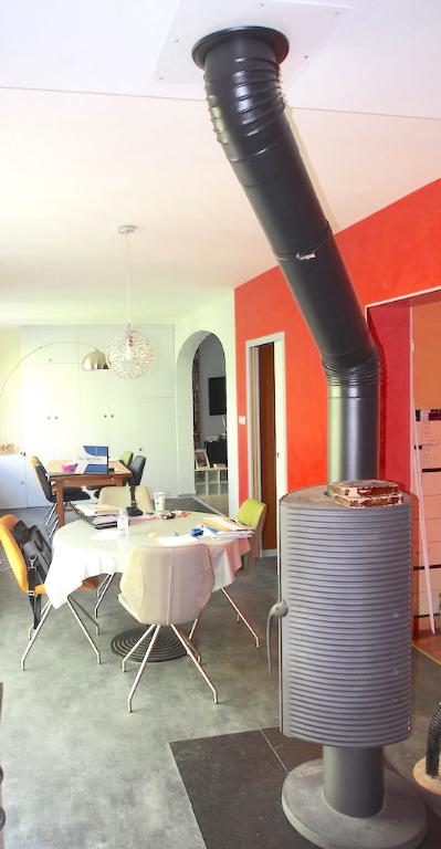 LOCAUX D'ACTIVITÉS: 328 m² + HABITATION: 180 m2