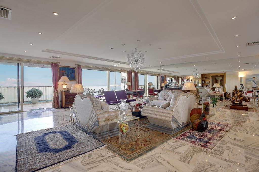 En exclusivité_ Un appartement  très lumineux avec terrasses vue sur mer