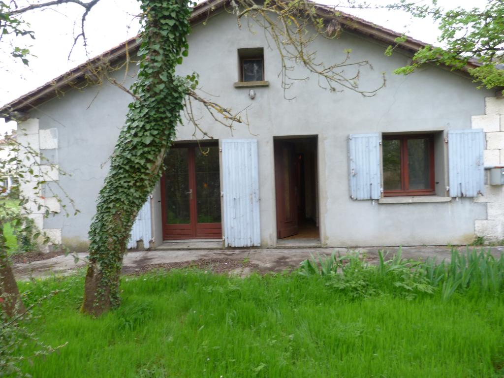 Maison plain pied centre de Chalais  avec jardin