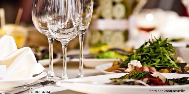 Beau Restaurant + terrasse et appart possible aux normes, 98 places, ORLEANS Centre + Belle terrasse