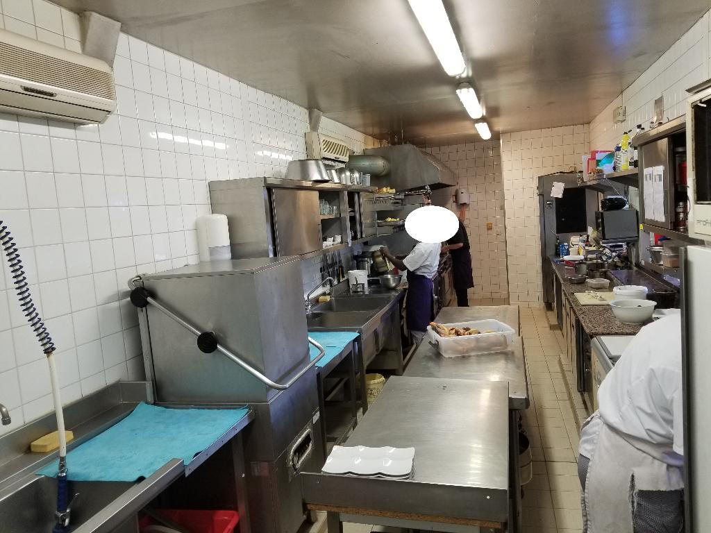 Restaurant + 240 m² + beau T4, Axe de Grand Passage à ORLEANS Nord