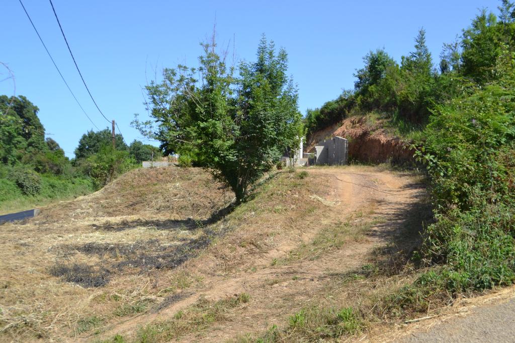 Terrain Talasani 1013 m2 avec début de construction