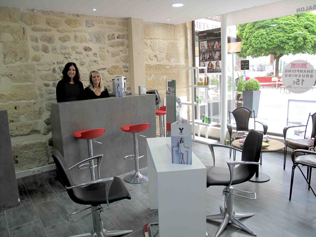 TOURS Salon de coiffure   situé dans une grande zone de chalandise