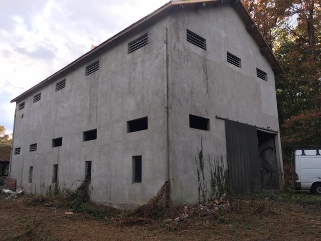 Ancien entrepôt a grain amménageable.