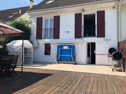 Belle maison avec piscine à PARON (89)