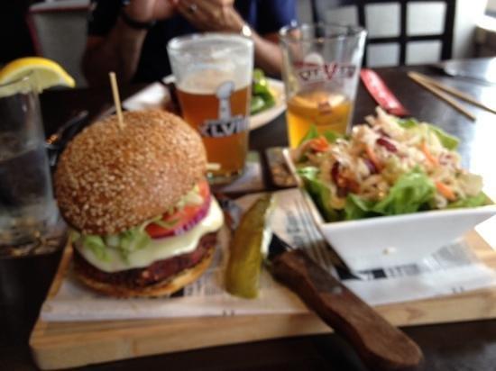 Restaurant + Appart T4, Limite Orleans EST