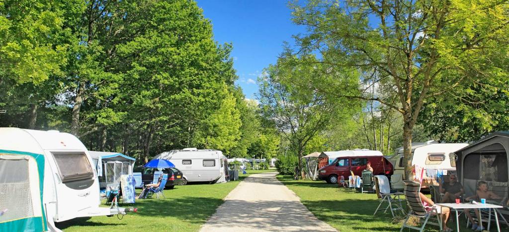 Centre val de Loire  camping étoilé  plus de 120 emplacements