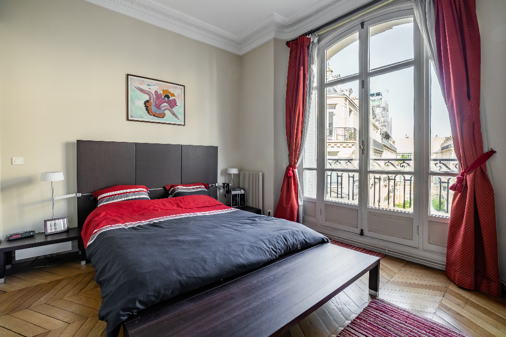Proche Parc Monceau, sublime appartement de 238 m2 avec 5 chambres