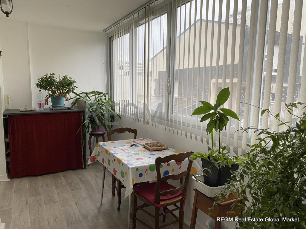 Orléans sud - - Résidence sécurisée - Bel appart. T4 82 m² Garage et cave