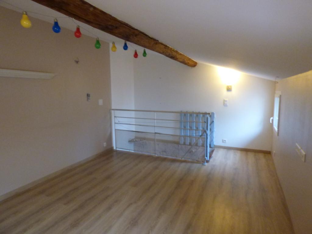 Maison  4 pièce(s) sur 490 m2 de terrain
