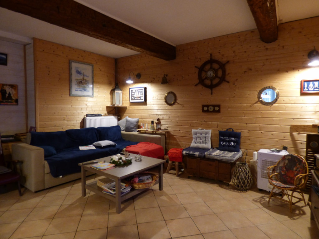 Maison de village 140 m 2 plus garage et cour