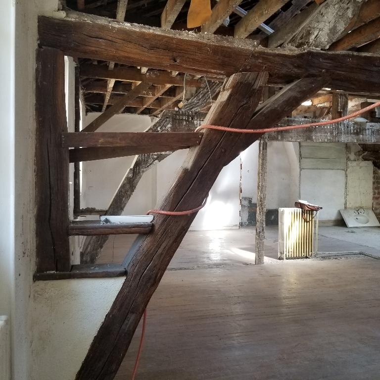 ORLEANS BRETONNERIE Plateau 106 m² carrez pour Appart ou prof + cave + travaux