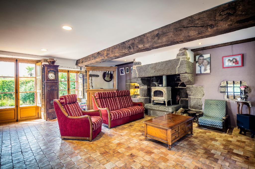Propriété  de 6700 m2  avec maison authentique , moderne et performante