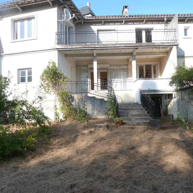Belle maison 4 chambres au calme à Chalais