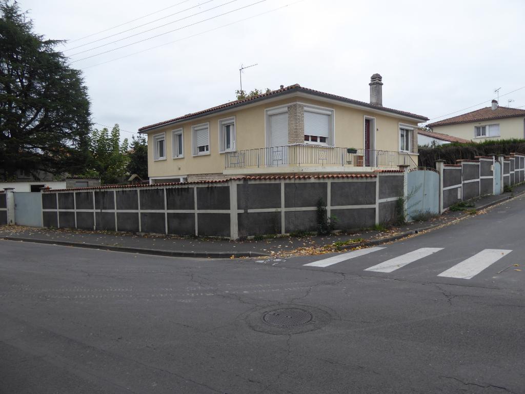 Spécial  investisseur ou particulier grande maison Soyaux