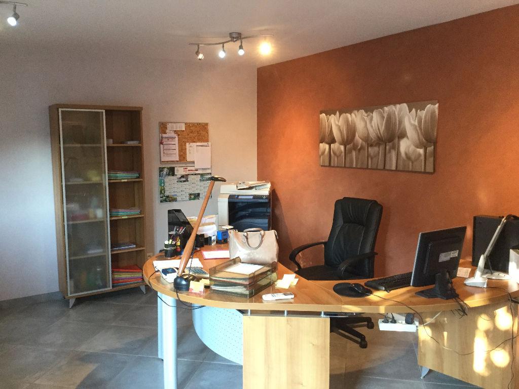 Local commercial Le Cannet Des Maures 284 m2