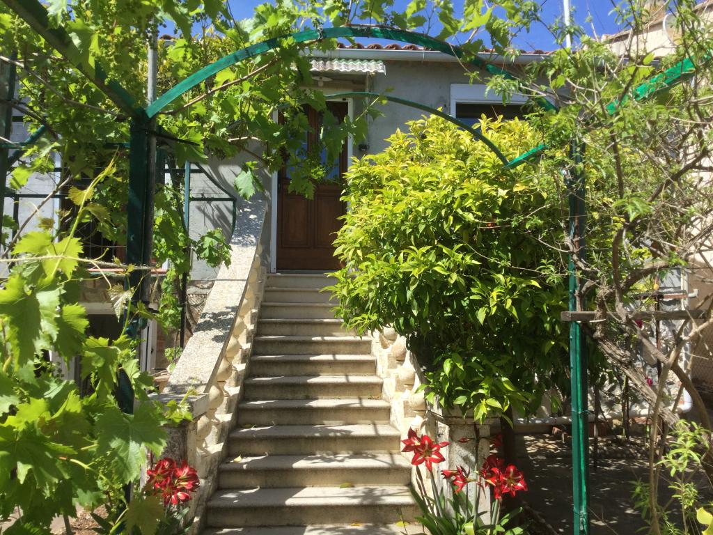 Villa Toulon 86 m2 plus sous sol à aménager.