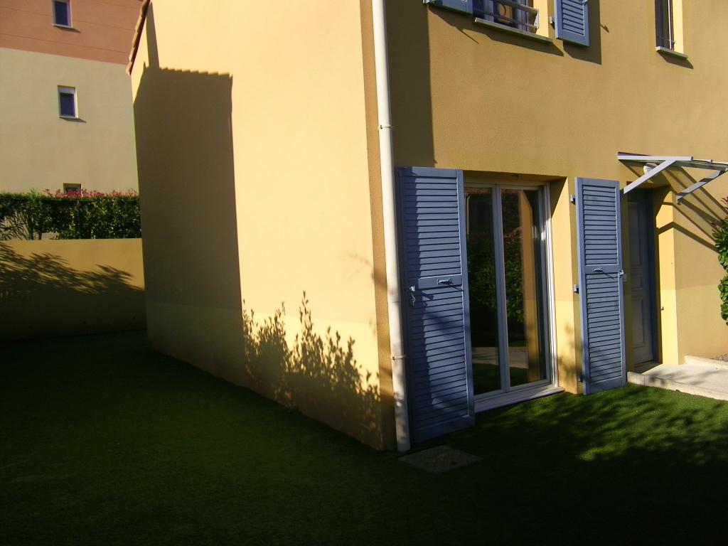 Le Luc 83 : Maison T4  sur deux niveaux - Résidence avec piscine - Garage -