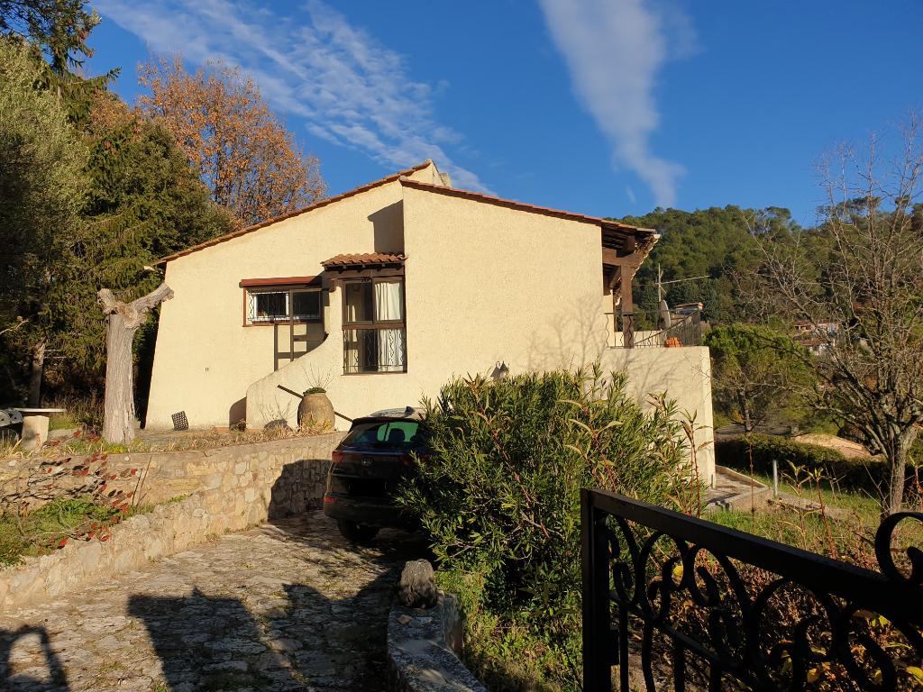 Villa 4 pièces jardin + garage et caves, Le Luc