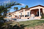 Villa aux beaux volumes avec piscine