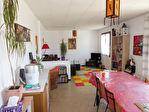 Maison avec garage sur environ 900 m² de terrain