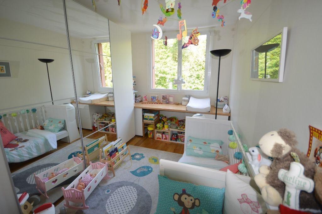 BUC. Appartement  4 pièce(s) 65 m2