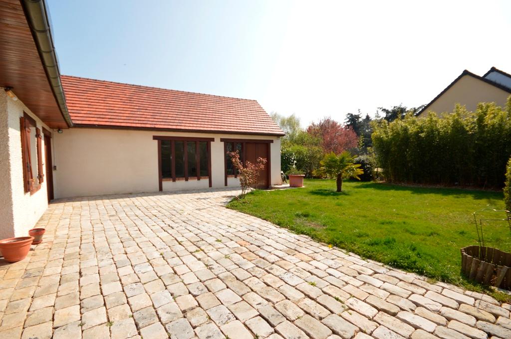 Maison Magny Les Hameaux 6 pièce(s) 170 m2